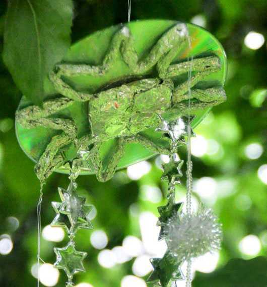 绿色风铃手绘背景