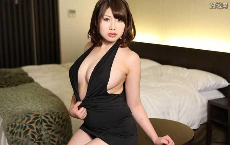 成人片性感得在线播放_日本女优曝光成人片拍摄过程 被导演演员看光光